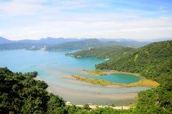 κεντρικός ευχάριστος ήλιος Ταϊβάν υπολοίπου χαλάρωσης θέσεων βουνών φεγγαριών λιμνών αληθινά Στοκ Εικόνα