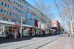 Κεντρικός δρόμος στην Καρλσρούη, Γερμανία Στοκ φωτογραφία με δικαίωμα ελεύθερης χρήσης