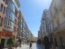 Κεντρικός δρόμος του ιστορικού κέντρου της Καρχηδόνας, Ισπανία Στοκ Εικόνες