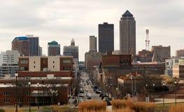 Κεντρικός δρόμος Downtown Des Moines Αϊόβα Midwest μεγάλος πόλεων στοκ εικόνες