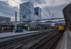 Κεντρικός σταθμός της Ουτρέχτης με Stadskantoor στο υπόβαθρο Στοκ εικόνα με δικαίωμα ελεύθερης χρήσης