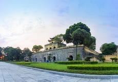 Κεντρικός τομέας του πανοράματος της αυτοκρατορικής ακρόπολης Thang μακριάς, πολιτιστικός ο σύνθετος περιλαμβάνοντας τη βασιλική  στοκ εικόνα με δικαίωμα ελεύθερης χρήσης
