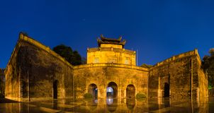 Κεντρικός τομέας του πανοράματος της αυτοκρατορικής ακρόπολης Thang μακριάς, πολιτιστικός ο σύνθετος περιλαμβάνοντας τη βασιλική  στοκ φωτογραφίες με δικαίωμα ελεύθερης χρήσης