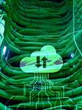 Κεντρικός υπολογιστής και υπολογισμός σύννεφων, αποθήκευση στοιχείων και επεξεργασία Διαδίκτυο και έννοια τεχνολογίας στοκ εικόνα με δικαίωμα ελεύθερης χρήσης