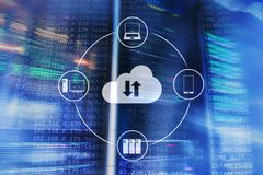 Κεντρικός υπολογιστής και υπολογισμός σύννεφων, αποθήκευση στοιχείων και επεξεργασία Διαδίκτυο και έννοια τεχνολογίας στοκ φωτογραφίες με δικαίωμα ελεύθερης χρήσης