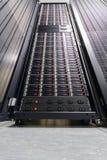 Κεντρικός υπολογιστής στοιχείων στο μεγάλο ράφι Στοκ Εικόνες