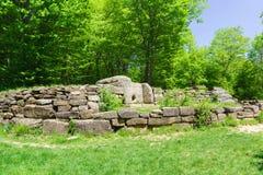 Κεντρικός dolmen νεκρικός σύνθετος στην κοιλάδα του ποταμού Jean στοκ εικόνες