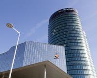 Κεντρικό γραφείο Rabobank στην ολλανδική πόλη της Ουτρέχτης και του μπλε ουρανού Στοκ εικόνα με δικαίωμα ελεύθερης χρήσης