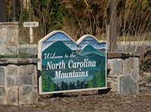 Κεντρικό ευπρόσδεκτο σημάδι επισκεπτών στη βόρεια Καρολίνα στοκ εικόνες με δικαίωμα ελεύθερης χρήσης