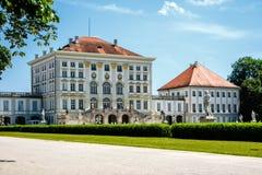 Κεντρικό κτίριο παλατιών Nymphenburg από την πλευρά στοκ φωτογραφία