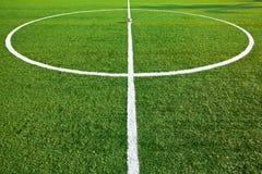 κεντρικό ποδόσφαιρο πεδί&om Στοκ φωτογραφία με δικαίωμα ελεύθερης χρήσης