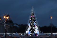 Κεντρικό τετράγωνο καθεδρικών ναών σε Vilnius, Λιθουανία, χριστουγεννιάτικο δέντρο 2018 στοκ εικόνα με δικαίωμα ελεύθερης χρήσης
