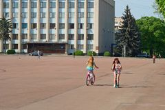 Κεντρικό τετράγωνο σε Khmelnytsky, Ουκρανία Στοκ εικόνα με δικαίωμα ελεύθερης χρήσης