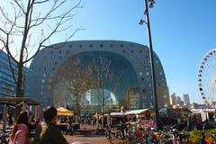 Κεντρικό τετράγωνο της αγοράς του Ρότερνταμ στην ολλανδική μητρόπολη συμπαθητική ημέρα άνοιξη στοκ εικόνα με δικαίωμα ελεύθερης χρήσης