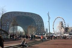 Κεντρικό τετράγωνο της αγοράς του Ρότερνταμ στην ολλανδική μητρόπολη συμπαθητική ημέρα άνοιξη στοκ εικόνες