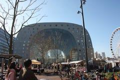 Κεντρικό τετράγωνο της αγοράς του Ρότερνταμ στην ολλανδική μητρόπολη συμπαθητική ημέρα άνοιξη στοκ φωτογραφία με δικαίωμα ελεύθερης χρήσης