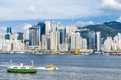 Κεντρικό Χονγκ Κονγκ κόλπων υπερυψωμένων μονοπατιών προκυμαιών οριζόντων Στοκ Φωτογραφίες