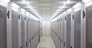 Κενός διάδρομος των πύργων κεντρικών υπολογιστών απόθεμα βίντεο