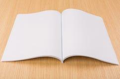 Κενός κατάλογος, περιοδικά, χλεύη βιβλίων επάνω στοκ εικόνες