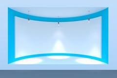 Κενός κύκλος storefront ή εξέδρα με το φωτισμό και ένα μεγάλο παράθυρο Στοκ φωτογραφία με δικαίωμα ελεύθερης χρήσης