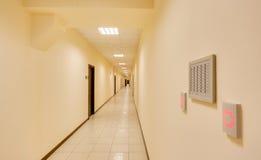 Κενός μακρύς διάδρομος στοκ εικόνες με δικαίωμα ελεύθερης χρήσης