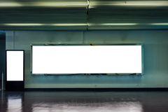 Κενός μεγάλος πίνακας διαφημίσεων με την ψηφιακή πινακίδα προτύπων στοκ εικόνες