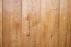 Κενός ξύλινος πίνακας για το προϊόν ή τη χλεύη παρουσίασης επάνω στο αντικείμενο στοκ εικόνα με δικαίωμα ελεύθερης χρήσης