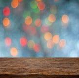 Κενός ξύλινος τοπ πίνακας και θολωμένο ζωηρόχρωμο ελαφρύ backgrou bokeh στοκ φωτογραφία με δικαίωμα ελεύθερης χρήσης