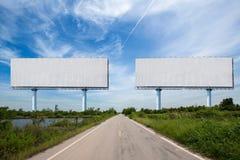 Κενός πίνακας διαφημίσεων δύο στο sideway στο πάρκο εικόνα για το διάστημα, τη διαφήμιση, το κείμενο και το αντικείμενο αντιγράφω στοκ εικόνες