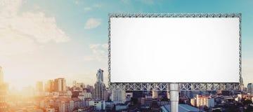 Κενός πίνακας διαφημίσεων για τη διαφήμιση στην πόλη της Μπανγκόκ στην ανατολή στοκ εικόνα