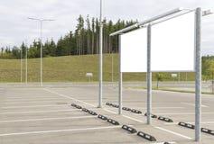Κενός πίνακας διαφημίσεων και υπαίθρια διαφήμιση κενός χώρος στάθμευσης π&eps Χλεύη επάνω Στοκ φωτογραφία με δικαίωμα ελεύθερης χρήσης