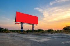 Κενός πίνακας διαφημίσεων με τον ουρανό στο ηλιοβασίλεμα στοκ εικόνες με δικαίωμα ελεύθερης χρήσης