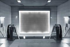 Κενός πίνακας διαφημίσεων στον υπόγειο Στοκ Εικόνες