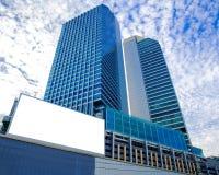 Κενός πίνακας διαφημίσεων του ουρανοξύστη για τη διαφήμιση στοκ εικόνα με δικαίωμα ελεύθερης χρήσης