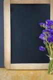 Κενός πίνακας κιμωλίας με το ξύλινο πλαίσιο Στοκ Εικόνες