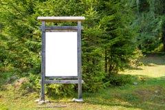 Κενός πίνακας σημαδιών στο πάρκο Στοκ φωτογραφίες με δικαίωμα ελεύθερης χρήσης