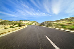 Κενός δρόμος με τη μικρή θαμπάδα κινήσεων Στοκ εικόνα με δικαίωμα ελεύθερης χρήσης