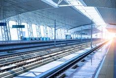 κενός σιδηρόδρομος πλατφορμών Στοκ Εικόνες