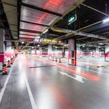 Κενός υπόγειος χώρος στάθμευσης Στοκ εικόνα με δικαίωμα ελεύθερης χρήσης