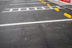κενός χώρος στάθμευσης αυτοκινήτων Στοκ Εικόνες