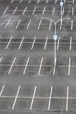 Κενός χώρος στάθμευσης αυτοκινήτων Στοκ εικόνα με δικαίωμα ελεύθερης χρήσης