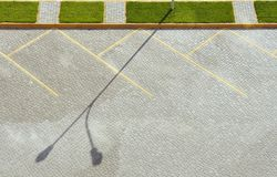 Κενός χώρος στάθμευσης πεζοδρομίων επάνω από την όψη Στοκ Εικόνες