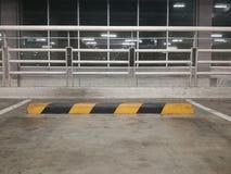 Κενός χώρος στάθμευσης στο υπαίθριο σταθμό αυτοκινήτων, ελεύθερου χώρου, ελεύθερος χώρος στάθμευσης, υπόβαθρο, Στοκ Εικόνες