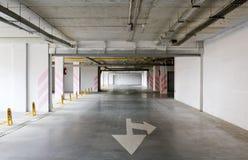 κενός χώρος στάθμευσης υπόγεια Στοκ Φωτογραφία