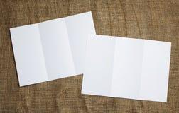 Κενό άσπρο διπλώνοντας ιπτάμενο εγγράφου Στοκ εικόνα με δικαίωμα ελεύθερης χρήσης