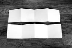 Κενό άσπρο διπλώνοντας ιπτάμενο εγγράφου Στοκ Φωτογραφίες