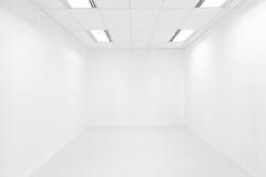 Κενό άσπρο φως δωματίων και ανώτατων ορίων στοκ φωτογραφία με δικαίωμα ελεύθερης χρήσης