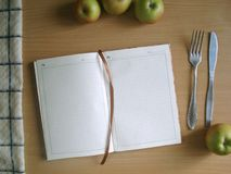 Κενό, ανοικτό σημειωματάριο Ένα βιβλίο για τις συνταγές στοκ φωτογραφία