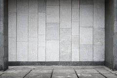 Κενό αστικό εσωτερικό με τον τοίχο πετρών στοκ εικόνα