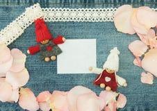Κενό, βαλεντίνος, ευχετήρια κάρτα με τη ερωτευμένη και μαλακή καρφίτσα ζευγών Στοκ Εικόνα